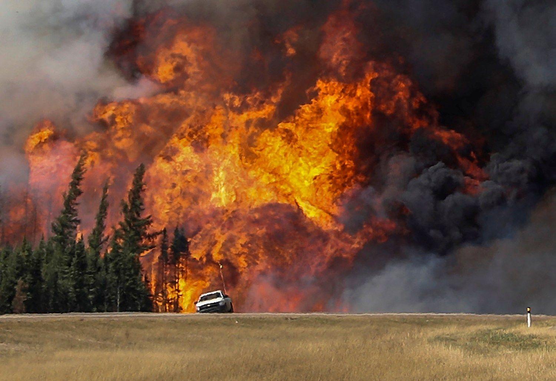 Naftą šokdino gaisras Kanadoje ir pokyčiai Saudo Arabijoje