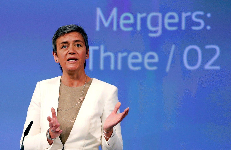 ES užkirto kelią JK mobiliųjų operatorių jungtuvėms