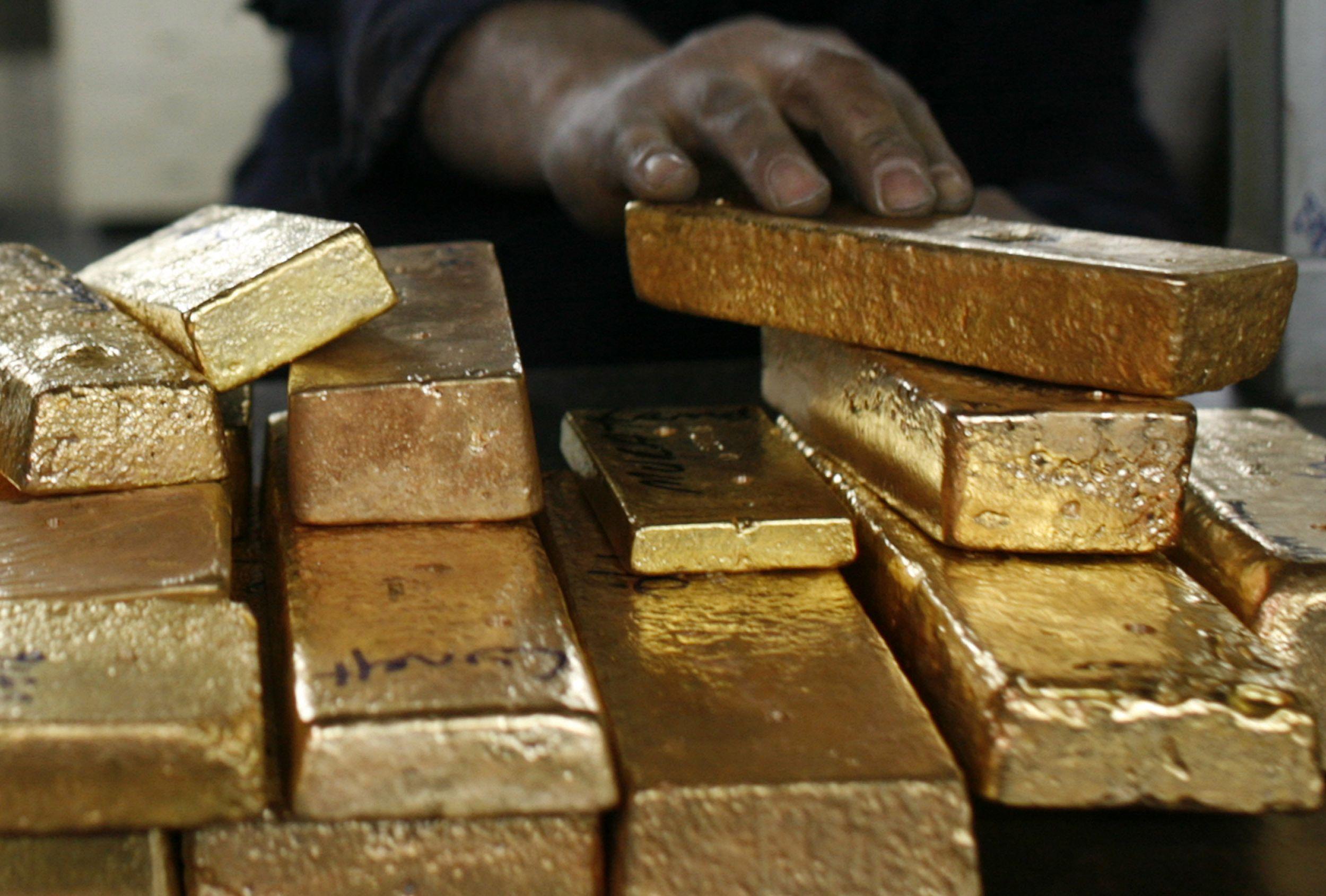 Investuotojai šluoja auksą, ima ir už juvelyrus