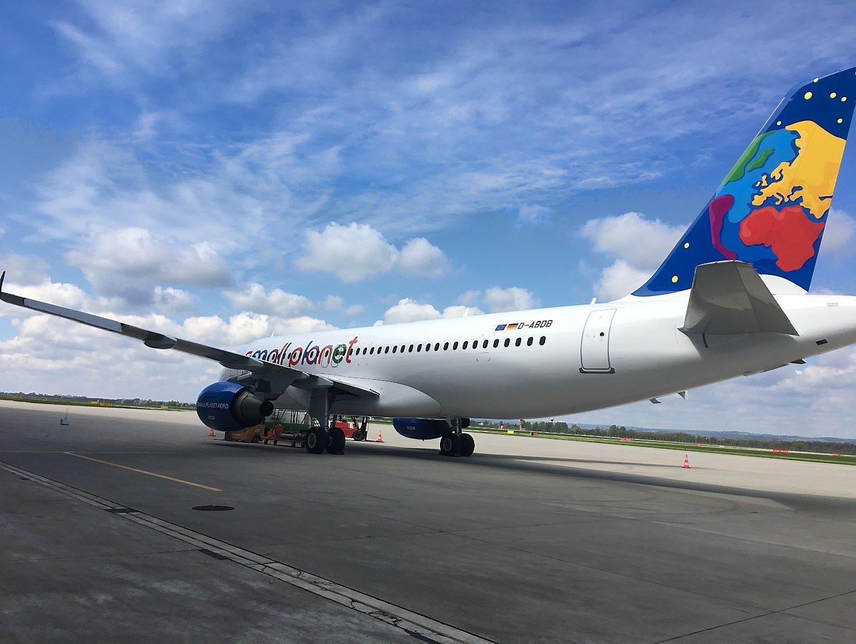 """""""Small Planet Airlines"""" plečiasi į Vokietiją"""