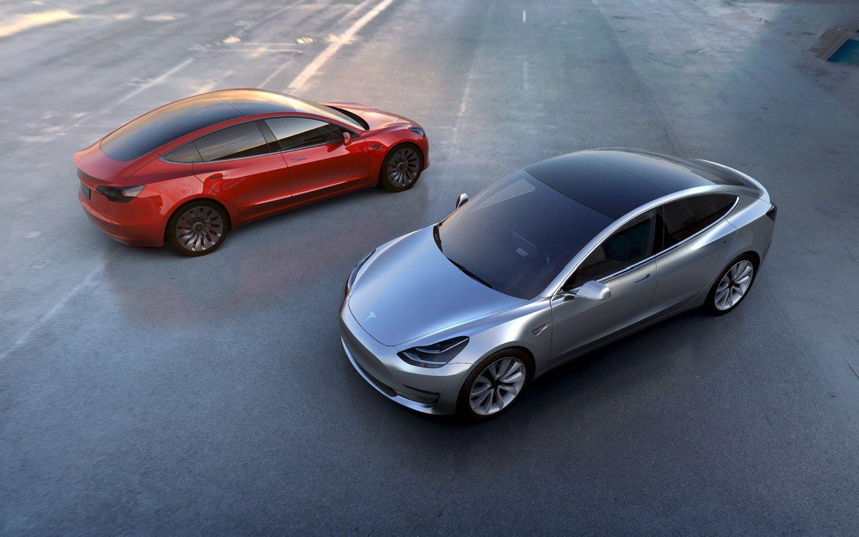 """Startuolis visiems darbuotojams žadanupirkti po """"Tesla Model3"""""""