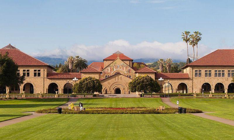 """Privatus universitetas Stanforde, Kalifornijoje.  Metinė studijų kaina šiame universitete siekia 70 tūkstančių USD. """"Vikimedia"""" nuotr."""