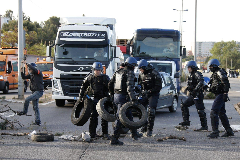 Darbuotoj� streikai Pranc�zijoje i�d�iovino degalines