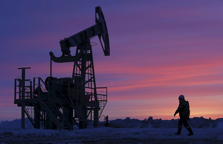 Pirmas kartas �iais metais: naftos kaina vir�ija 50 USD
