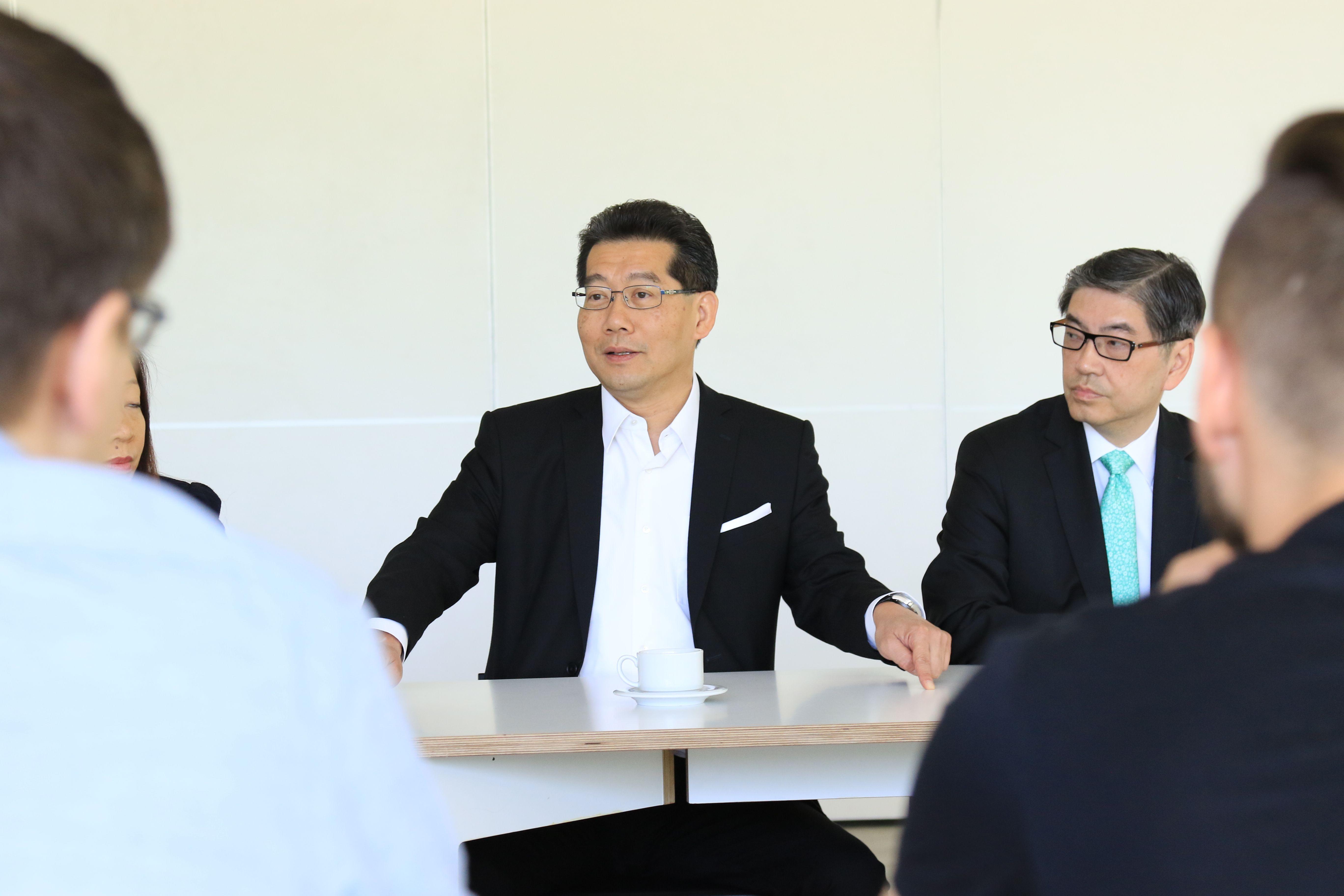 � Honkongo startuoli� bum� kvie�ia ir lietuvius
