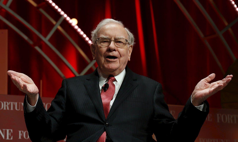 Warrenas Buffettas: apyvarta - viena didžiausių, atlyginimas - mažiausias