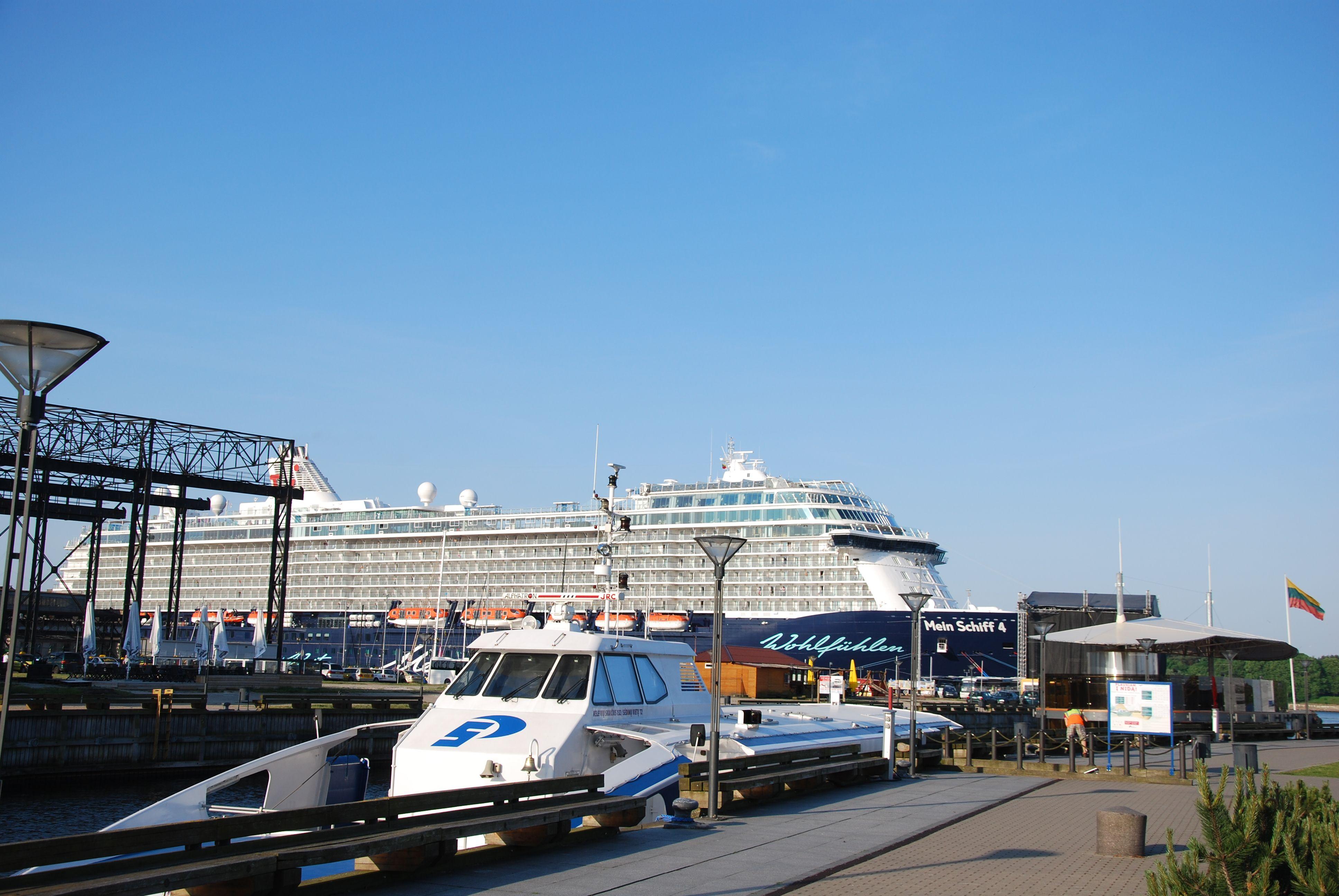 Klaip�doje vienu metu lankosi trys kruiziniai laivai