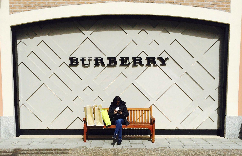 """""""Burberry"""" vadovo atlyginimas sumažėjo 75%"""