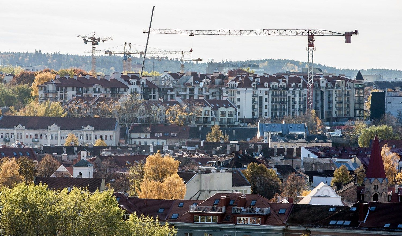 Butų kainos auga lyg ant mielių, lietuviai dairosi į namus