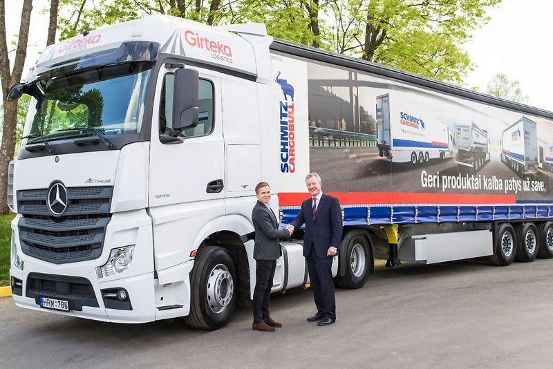 "Mindaugas Raila, UAB ""Girteka Logistics"" vadovas, ir Andreasas Schmitzas, ""Schmitz Cargobull"" vadovas. Bendrovės nuotr."