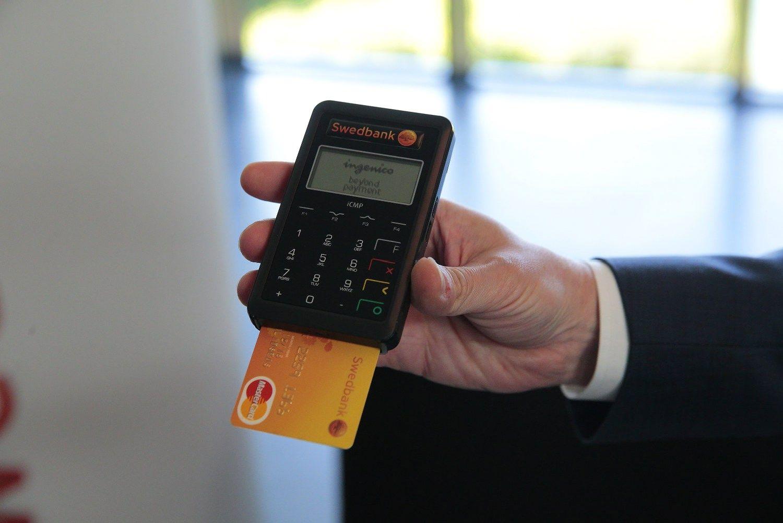 Vietoje banko korteli� terminalo � i�manusis telefonas