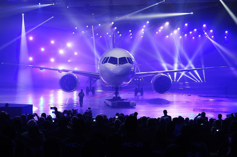 """Rusija pristatė keleivinį lėktuvą, žada rungtis su """"Airbus"""" ir """"Boeing"""""""