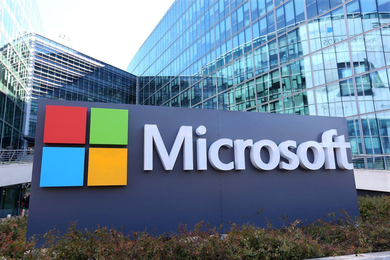 """Po žinių apie """"LinkedIn"""" pirkimą """"Moody's"""" suabejojo """"Microsoft"""" reitingu"""