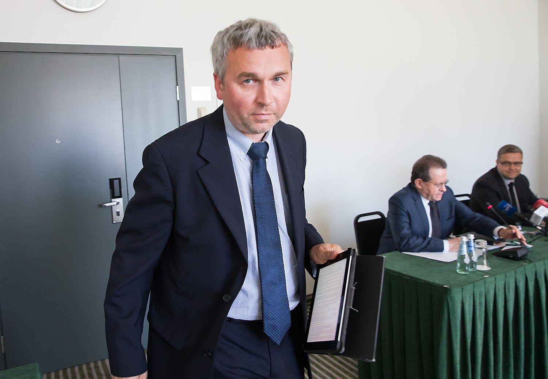 Lietuva –kylančių algų ir menkos paklausos spąstuose