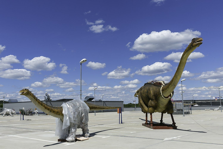 Dinozaurai Vilniujedygsta ant stogo