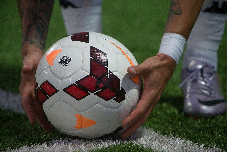 Futbolo �empionatas ir verslas arba gero elgesio taisykl�s