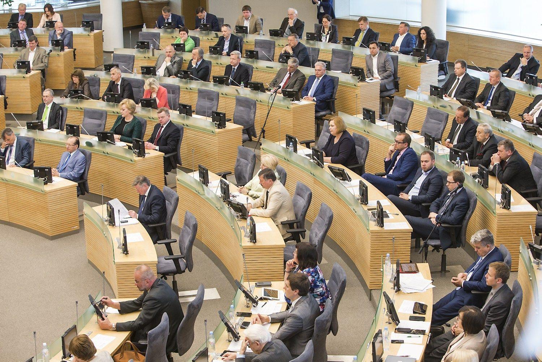 Darbo kodekso priėmimas Seime: nustatytos išeitinės išmokos