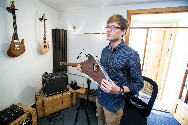 Lietuvi�kos gitaros ver�iasi � globali� rink�
