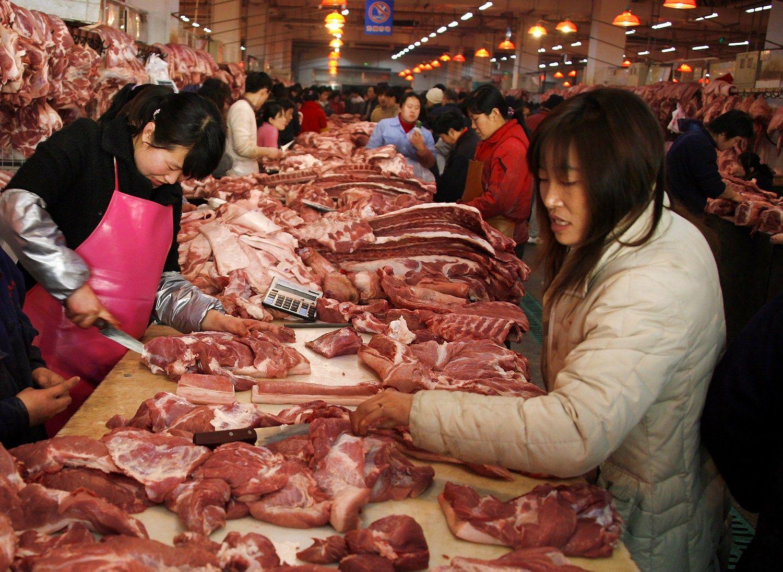 Mažiau mėsos vartoti kinams padės Arnoldas Schwarzeneggeris