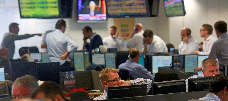 Panikos akivaizdoje obligacijos pasileido � ral�, fiksuojami rekordai