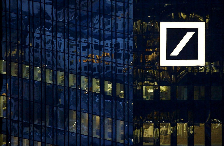 Labiausiai kraujuoja bank� akcijos: �Barclays� pinga 24%