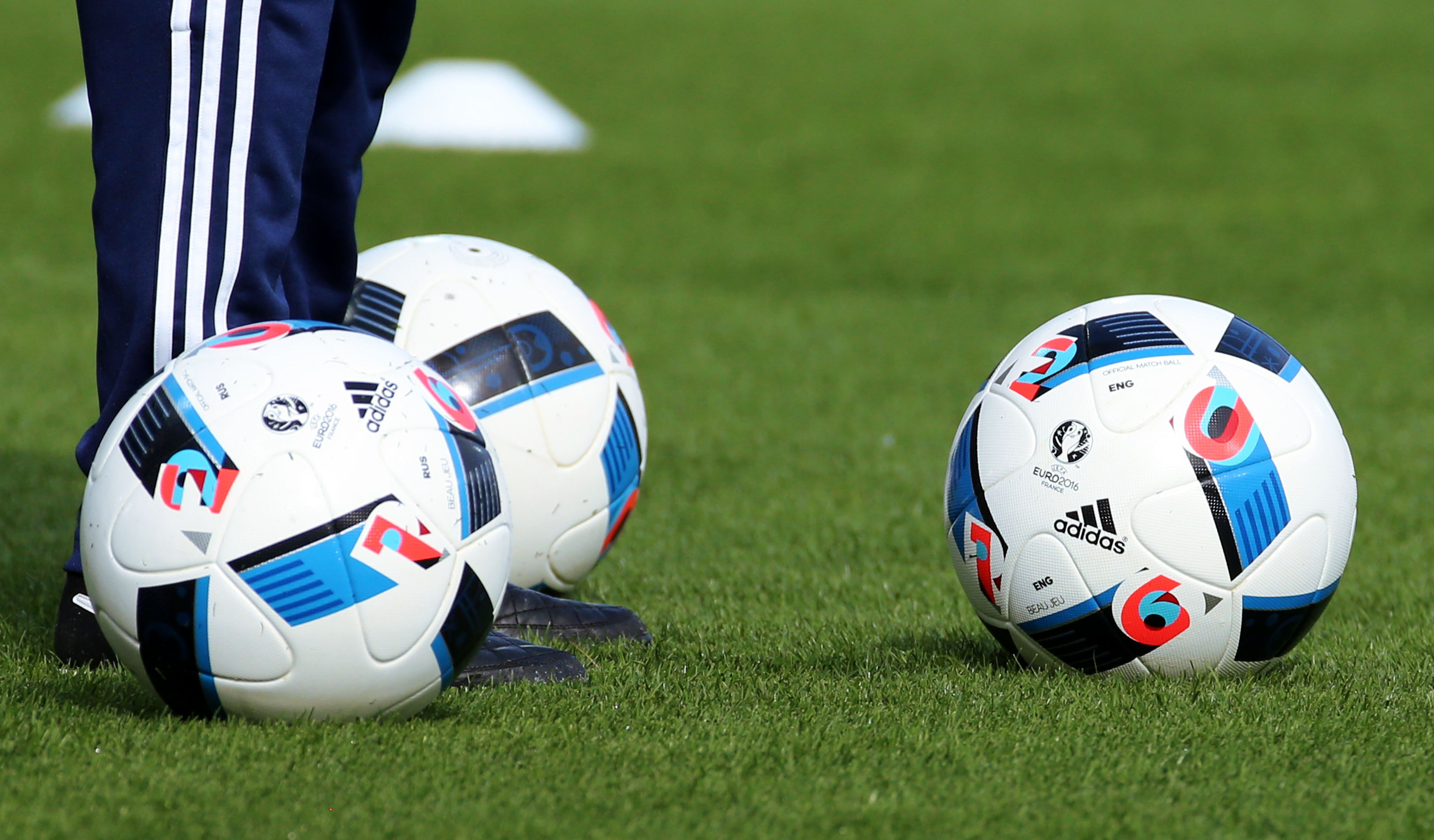 �Euro 2016�: ar�i verslo kova u� stadion� rib�