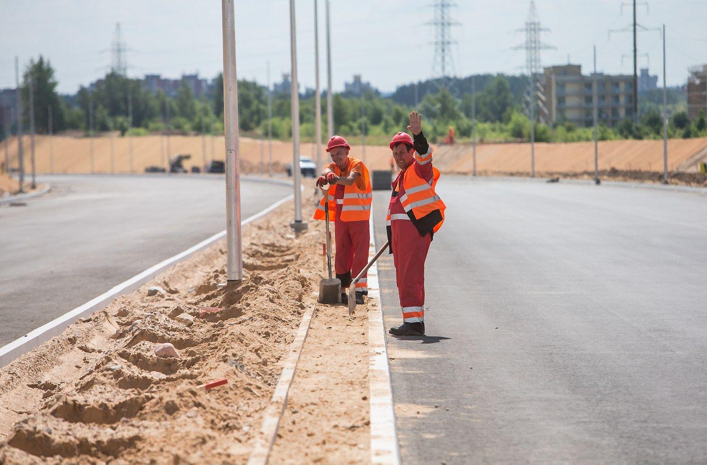 Vakarinio aplinkkelio statybos: t�kstan�iai ton� grunto ir kilometrai vamzdyn�