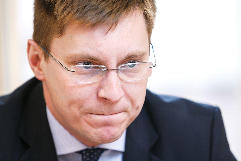 Pagalbinis apvaisinimas supykd� ministr� su komiteto vadove