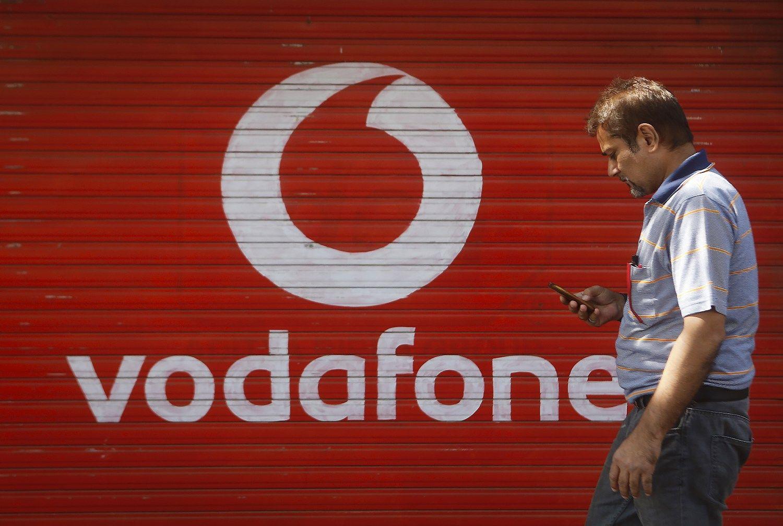 """""""Vodafone"""" jau svarsto apie persikėlimą iš JK"""