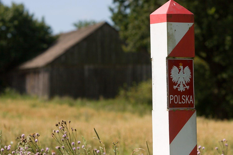 NATO ir popiežius privertė Lenkiją atnaujinti sienų kontrolę