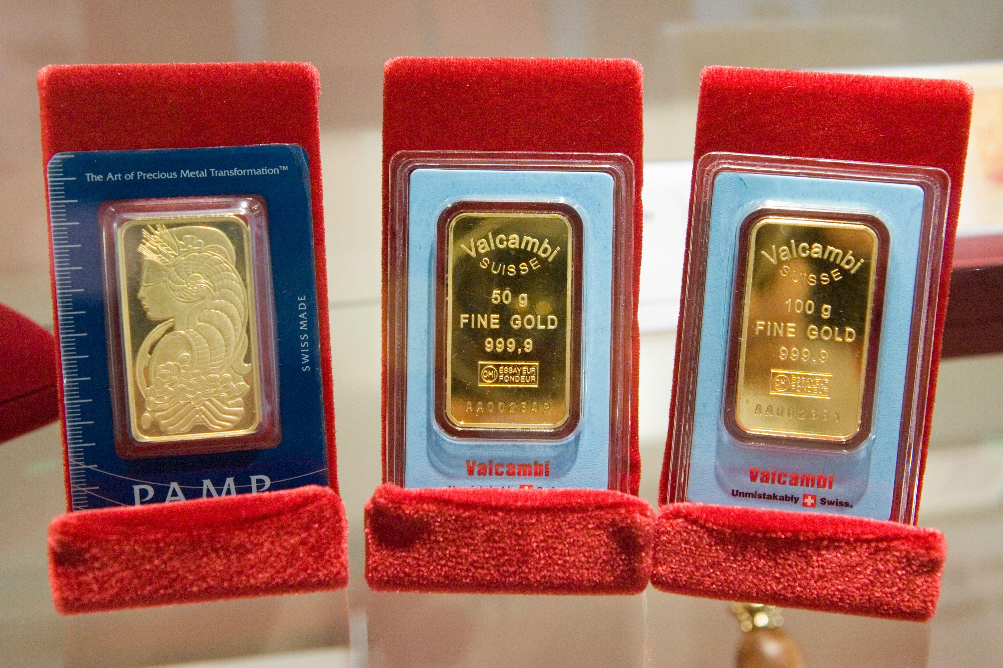 Pasaulis investuoja į auksą: lietuviai taip pat