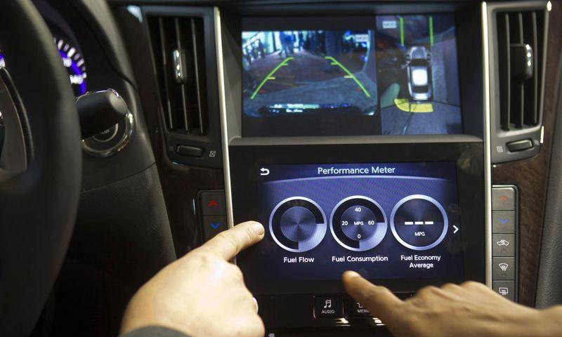 """Sistemų, skirtų automobiliams rinkoje dominuoja """"Microsoft"""" ir """"Blackberry"""", bet į šią rinką žengia vis daugiau įmonių. Steve Marcus (""""Scanpix""""/""""Reuters"""") nuotr."""