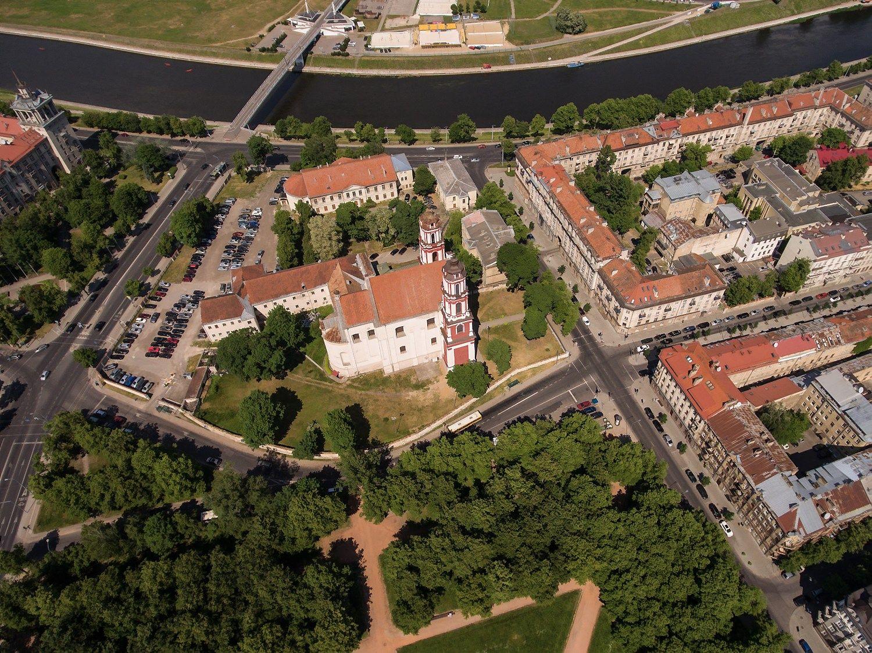 """Dar vienas viešbučių projektas – bendrovė """"Lords LB Asset Managenet"""" patvirtino statysianti viešbutį Vilniaus Vasario 16-osios g., greta Šv.apaštalųPilypo irJokūbo bažnyčios. Vladimiro Ivanovo (VŽ) nuotr."""