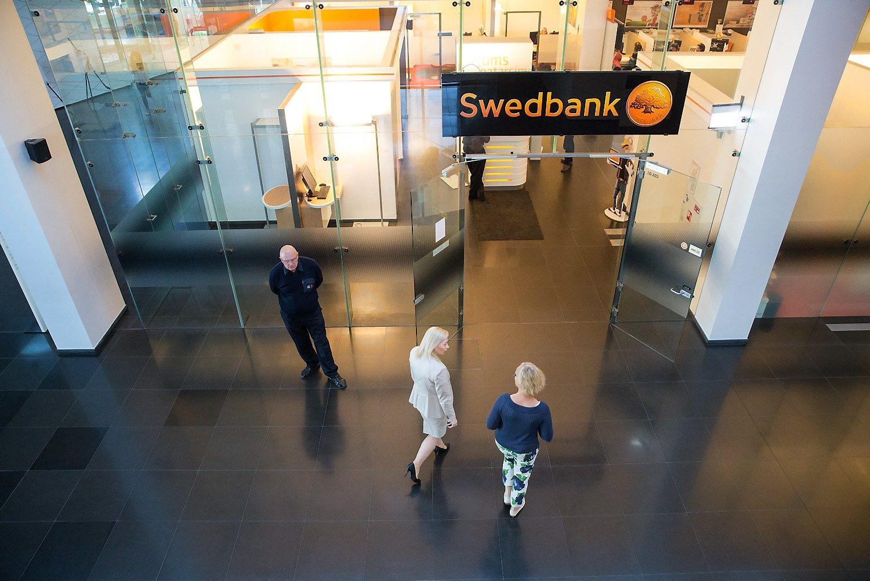 """""""Danske"""" pensijų fondų dalyvius atiduoda į """"Swedbank"""" valią"""