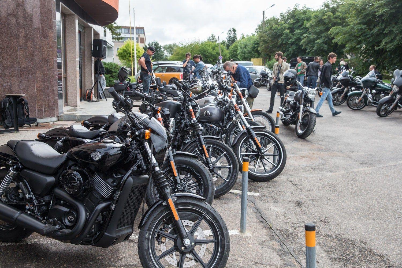 Vilniuje riaumojo dvi de�imtys �Harley-Davidson� naujien�