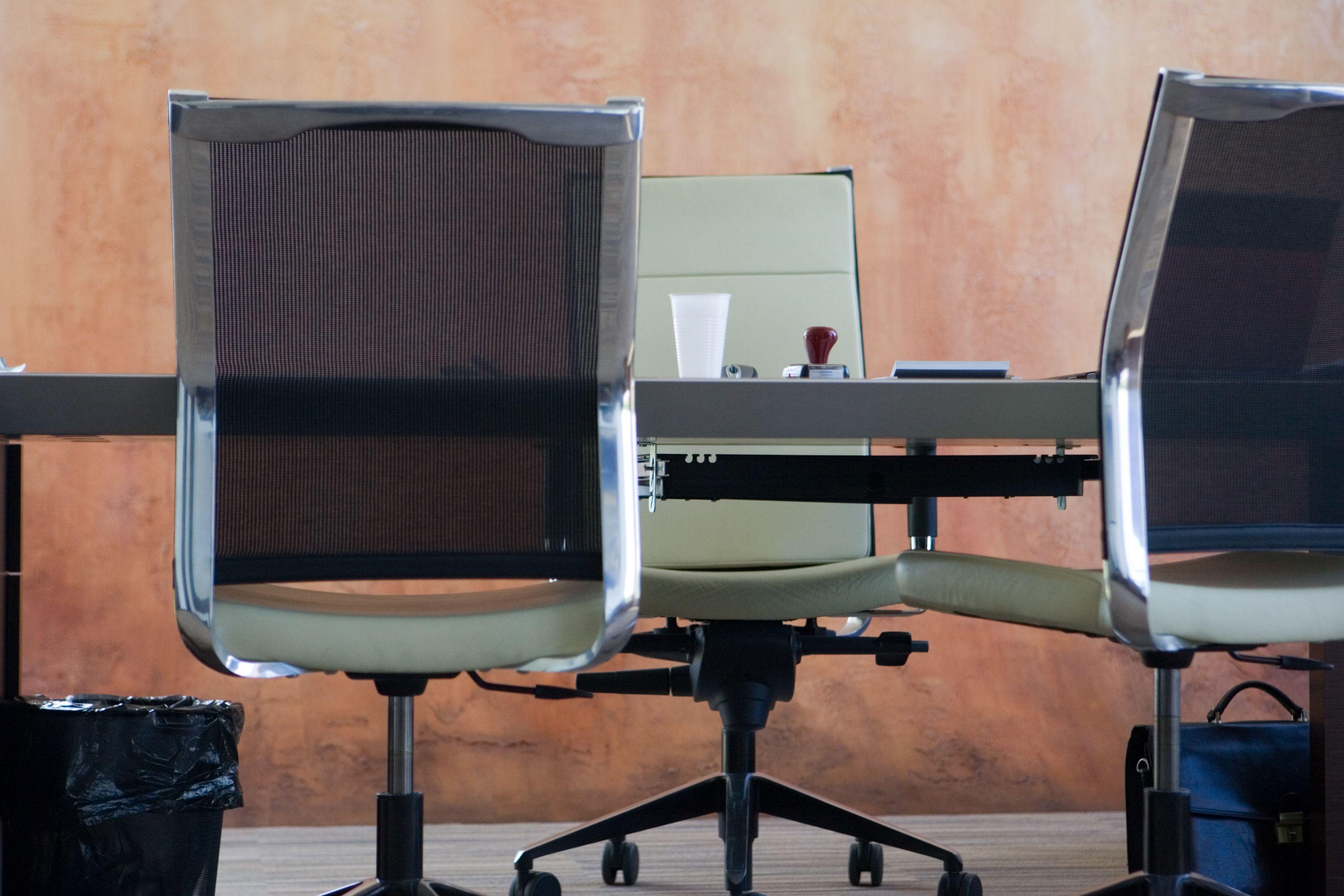 Nėra vadovų: laimingi darbuotojai ir klientai