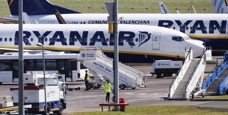 �Ryanair� ma�ina savo apsukas Stanstede