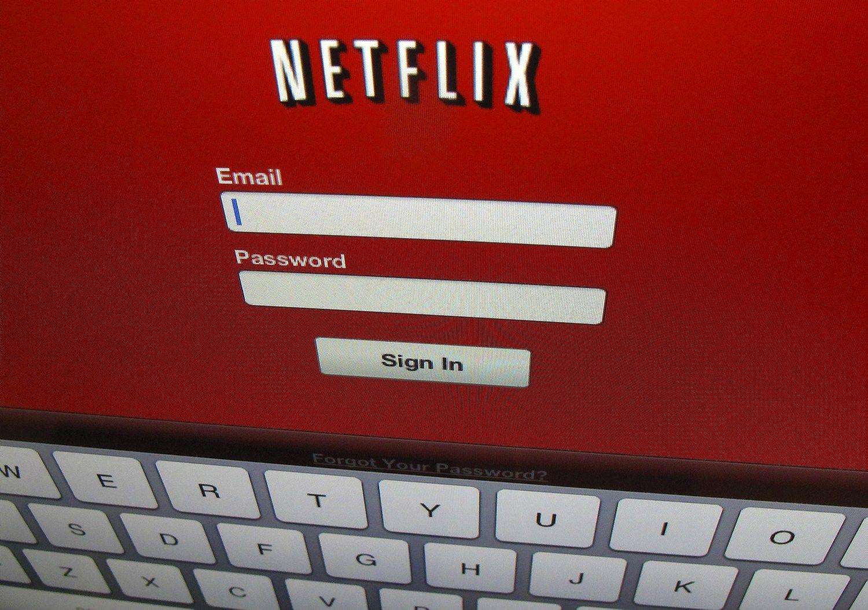"""""""Netflix"""" augimas slopsta ir investuotojai kratosi įmonės akcijų"""