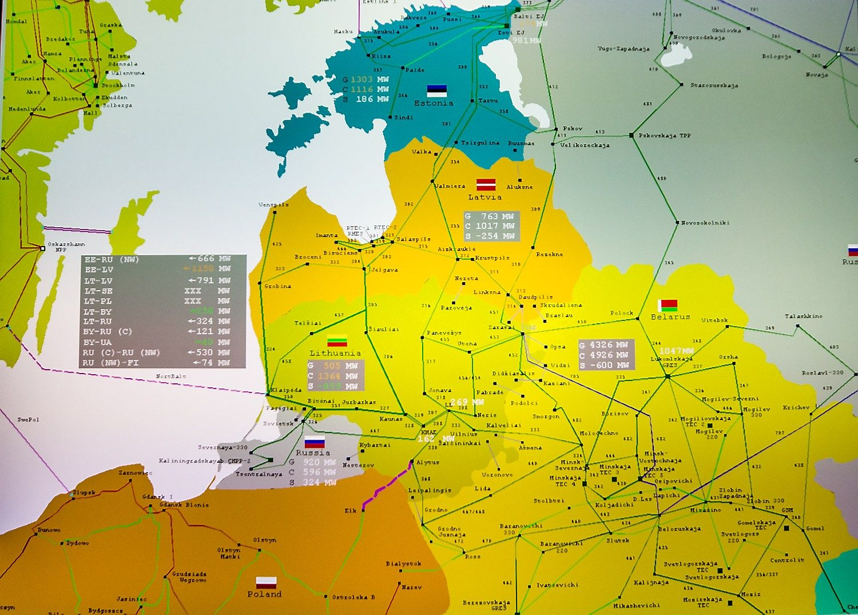 """Nors iršlubos, """"LitPol Link"""" ir """"Nordbalt"""" padeda: elektros kainos krito"""