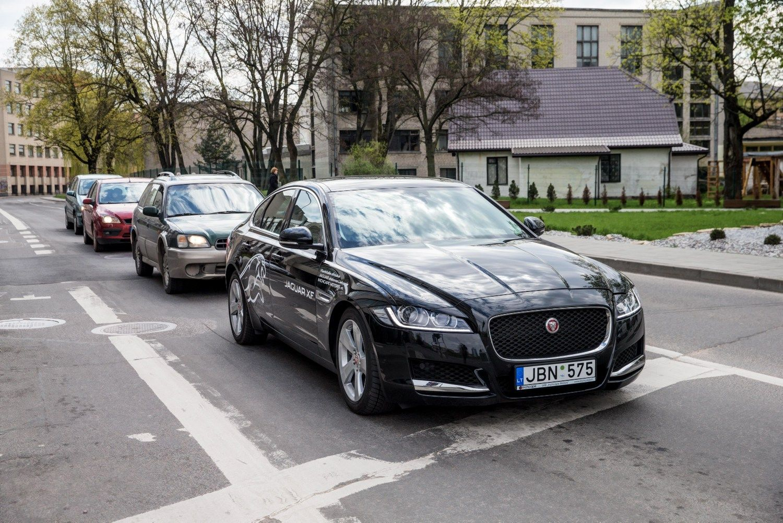 """Meniu vadovui: """"Mercedes-Benz"""", """"Jaguar"""" ar BMW"""
