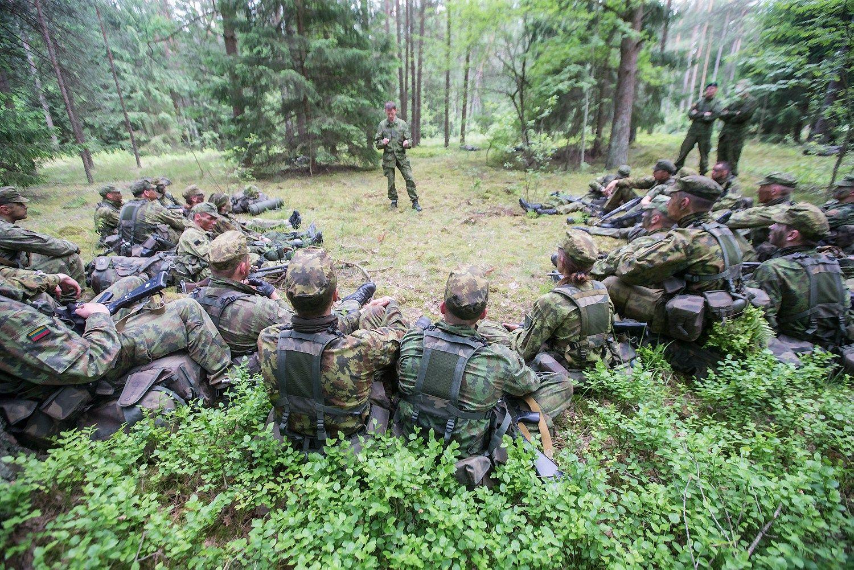 Savanorio u�ra�ai: kariuomen�s kasdienyb�