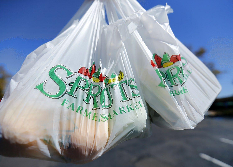 Paprašius susimokėti, 90% britų atsisakė plastikinių maišelių