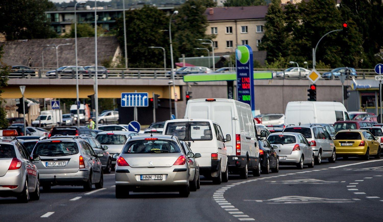 Lietuvos automobilių rinka prisivijo rekordinius ikikrizinius metus