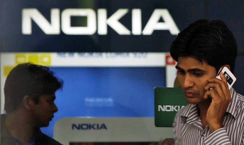 """,,Nokia"""" nepatenkino lūkesčių, dar labiau veržiasi diržus"""