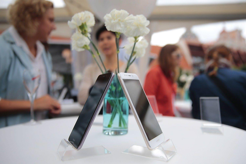 """Vasarą užderėjo telefonų – naujienų pristato ir """"Huawei"""""""