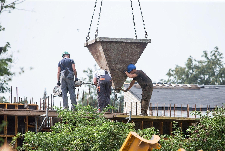 Statybos apimtys Lietuvoje mažėjo, bet ūgtelėjo užsienyje