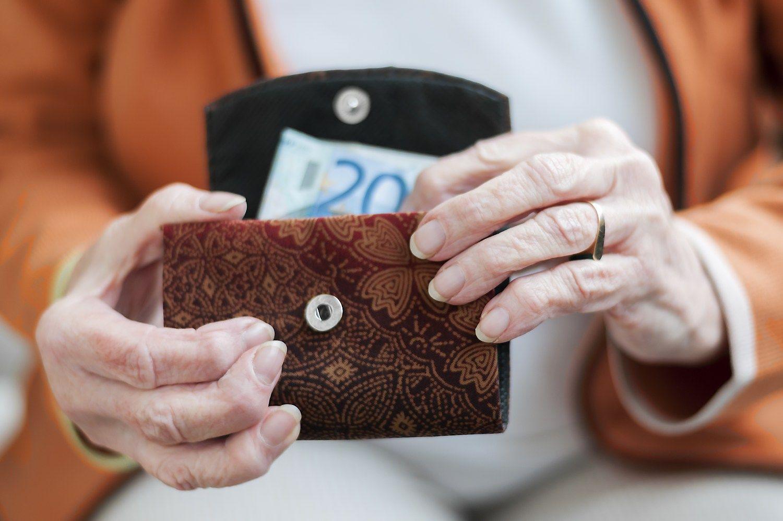 Bundesbankas vokie�iams � pensij� si�lyt� i�eiti 69-eri�