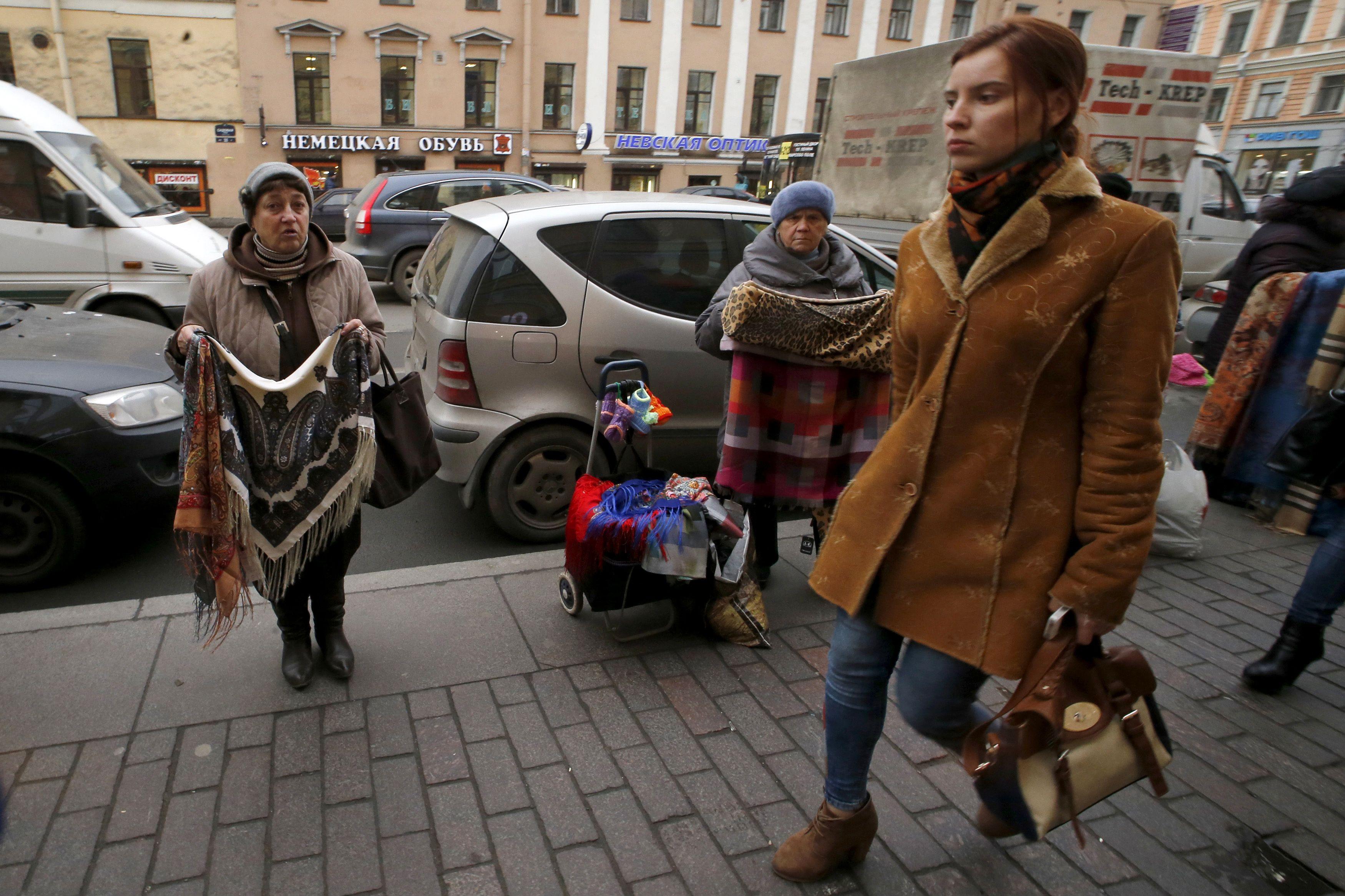 Rusijos mįslė: recesija, betnedarbas mažėja