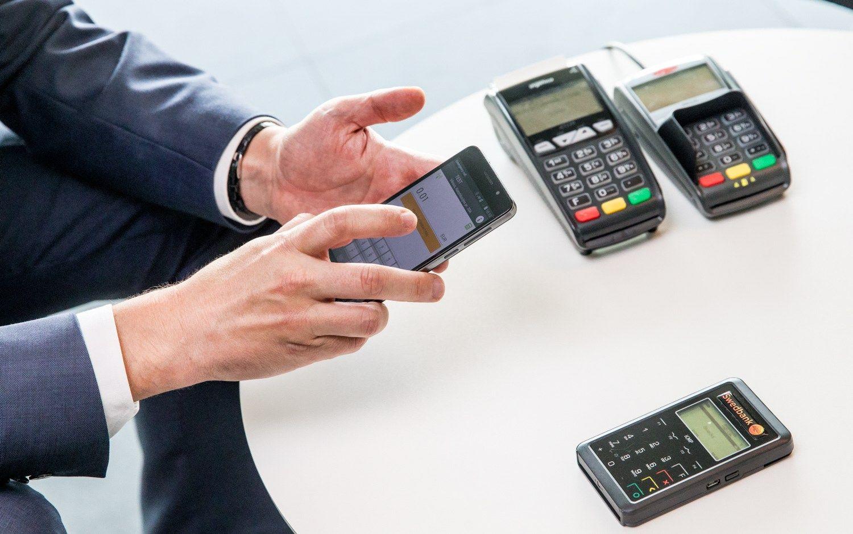 �Swedbank� pristat� bekontaktes mok�jimo korteles