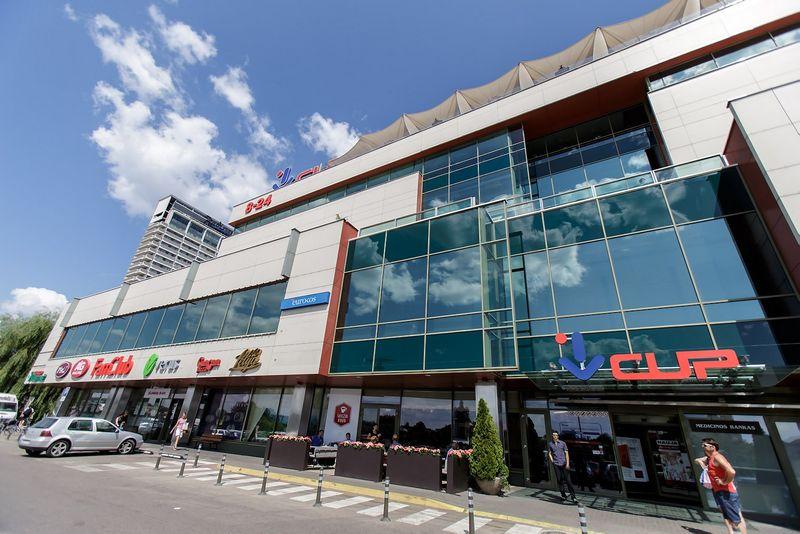Prekybos centre veikia bendra visų parduotuvių personalo motyvacijos sistema. Vladimiro Ivanovo (VŽ) nuotr.